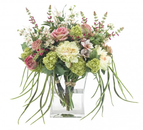 Different colors and different kinds of flowers can mix well together to make your gift even more stunning.