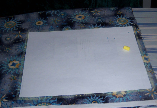 I had traced the paper with the yellow chalk, so I could later cut a perfect rectangle.