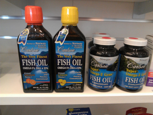 Types of fish oil: liquid and capsules.