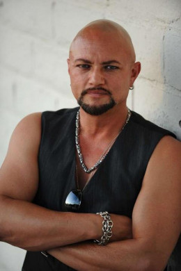 "Geoff Tate sez: ""So you no likey my CD? Step to me, fanboy."""