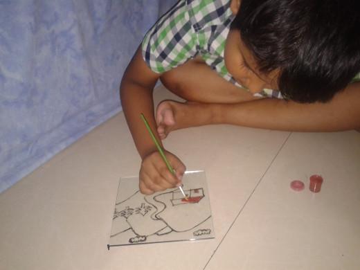 The kid enjoying painting