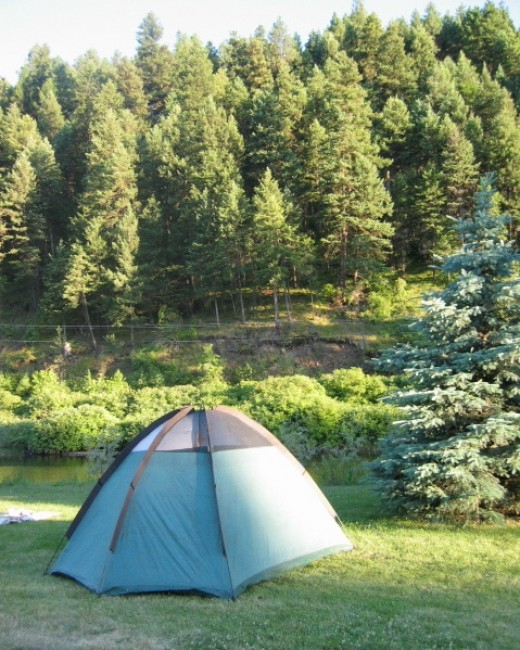 This photo by By Bobjgalindo (Wikimedia) makes camping look beautiful...