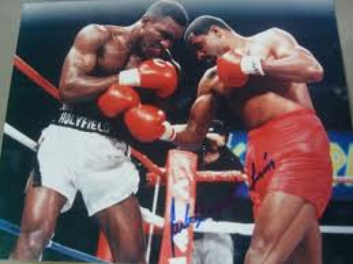 Former Cruiserweight champion Carlos De Leon slugs it out with the great Evander Holyfield. The Real Deal won the fight by knockout but it was a hotly contested battle until the end.