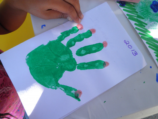 Step 3: How to make a childs hand-print flower art craft