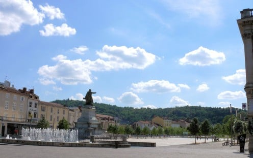 Allées Fénelon with the statue of Léon Gambetta, Cahors