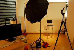 A Multi Purpose Photo Studio for Small Spaces