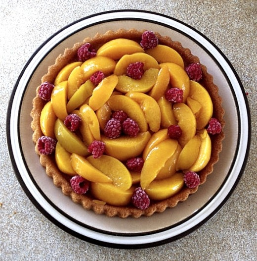 Peach and raspberry flan - Delicious