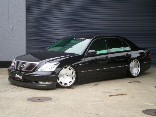 Here is a super clean Lexus LS400, or what would be a Toyota Celsior in Japan
