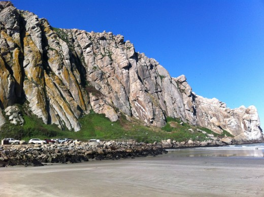 A picture of the rocks extending from Morro Rock.