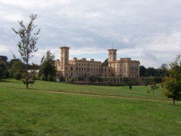 By Loz Pycock from London, UK (Osborne House From The Road to Swiss Cottage) [CC-BY-SA-2.0 (http://creativecommons.org/licenses/by-sa/2.0)], via Wikimedia Commons