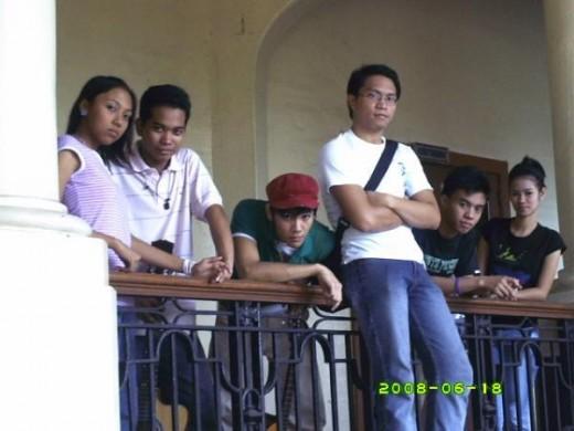 right to left: Dette Tolentino (vocals), Paulo Mayor (drums), Jeff Araza (bass guitar),  Jesse De Guzman (rhythm guitar), Jessie Acuña (lead guitar)  and Yla Pamfilo (lyrics). 2008