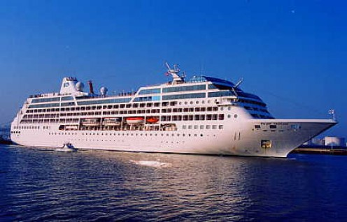 The Pacific Princess on the open sea. (maritimematters.com)