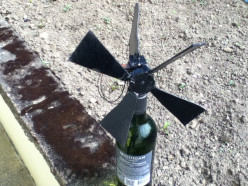 Renewable Projects - How to build your own miniature wind powered turbine at home