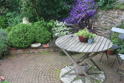 The garden in May. Photograph by author