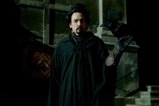 Edgar Allan Poe (John Cusack) © FilmNation/Relativity Media