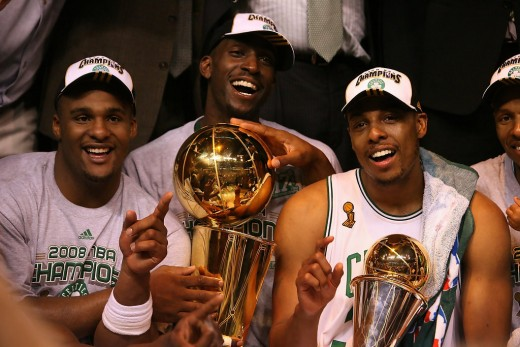 Kevin Garnett (middle) and Paul Pierce (right)