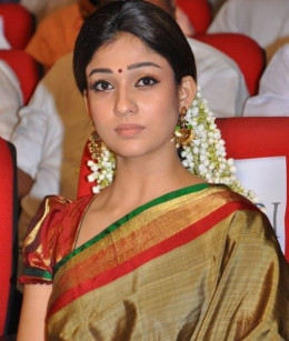 Nayanthara, the hot girl of Mollywood  in her traditional dress