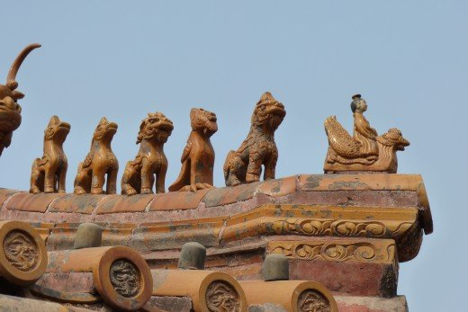 2 d) Chinese ornaments on roof in Forbidden City