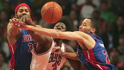 Ben Wallace battling Pistons defense