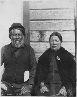 Et-me-tah and his wife in the Pacific NW early 20th century.
