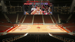 Yes, the Toyota Center video board does stretch almost the length of the court