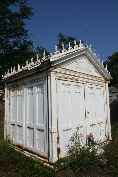 This gothic revival style tomb is one of the few cast iron tombs in the city. Owned by the Kastendiek family, it was loaned out for the shooting of the movie.