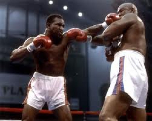 Evander Holyfield beat George Foreman by 12 round decision in defense of the heavyweight title in 1991.