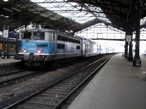 BB 817056 and VO 2N at Paris-Saint-Lazare Station, France.