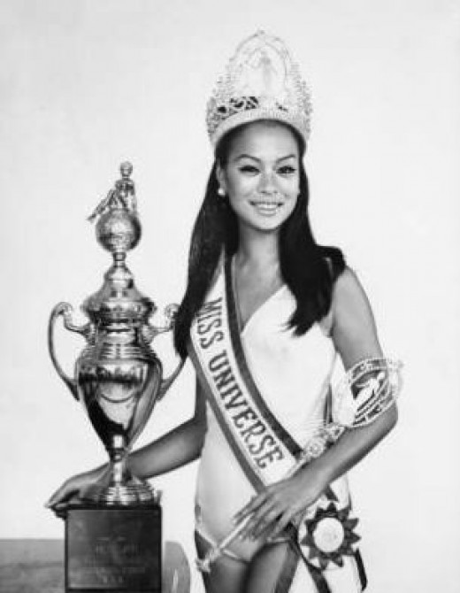 Ms. Gloria Diaz -the 1st Filipina who won the Ms. Universe Title, with her trophy