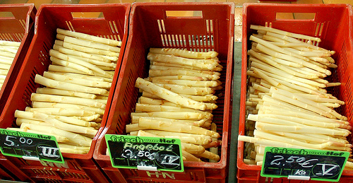 Selling Spargel from vladislav.bezrukov on Flickr