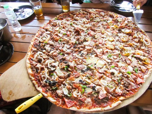 The famous giant pizzas of Greeno'z Pizza!