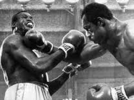 Larry Holmes won the heavyweight crown in 1978 with a 15 round decision over Kenny Norton.