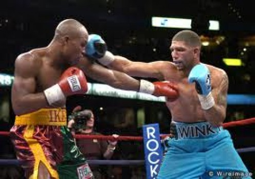 Winky Wright lands his southpaw jab against Ike Quartey. Wright was a defensive specialists with a sturdy chin and an excellent stick.