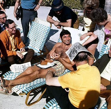 Joe Namath Attracts Reporters with comment of saying he guarantees the Jets will win Super Bowl III.