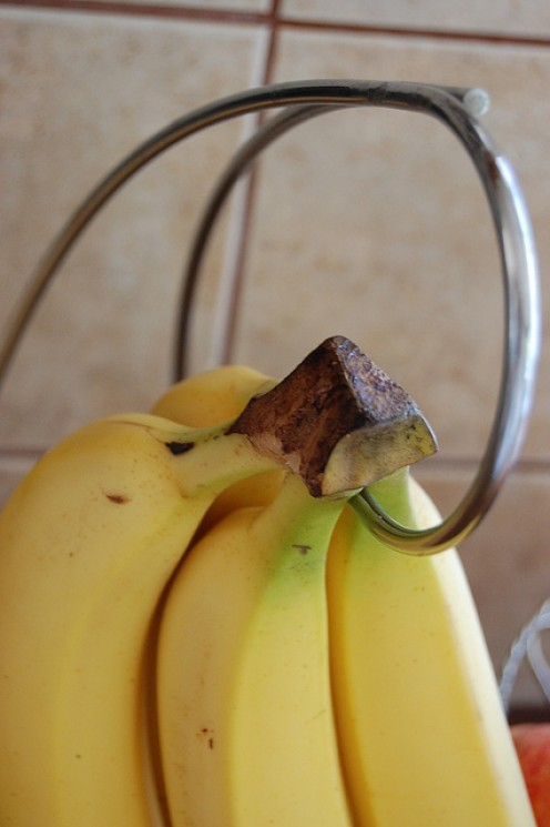 Hang bananas away from other fruits