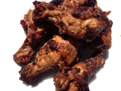 Hot and Spicy Grilled Chicken Wings and Drumettes