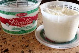 Ricotta cheese is a soft second cheese that can be extracted by using the whey that we have already extracted the normal first cheese. It is usually used when it is fresh, but some people that know the procedure can use it dry like grated cheese.