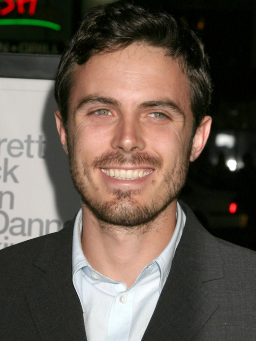 Casey Affleck is handsome and fit without being ripped and, therefore, he is the perfect Mike Harris.