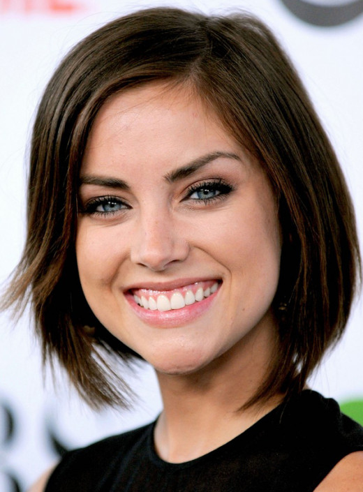 Jessica Stroup is a young, sexy woman who is perfect for the role of Andrea, Julie's naïve co-worker who falls for Richard.