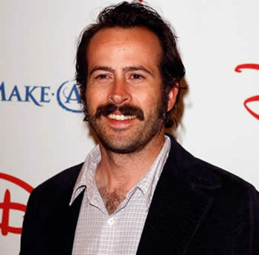 Jason Lee was sort of a tough pick for me, but he's funny and looks enough like Casey Affleck to play Henry Harris, Mike's older brother.