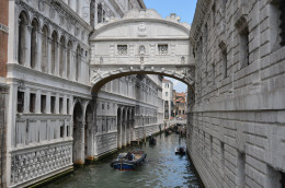 'The bridge of sighs' from Tony DeLorger. A bridge from jail cells to court, from which, if guilty they would lose their heads in St Marks Square.