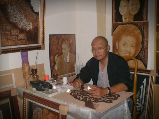 Cahyudi Susanto and his creations made of eggshells in the background.