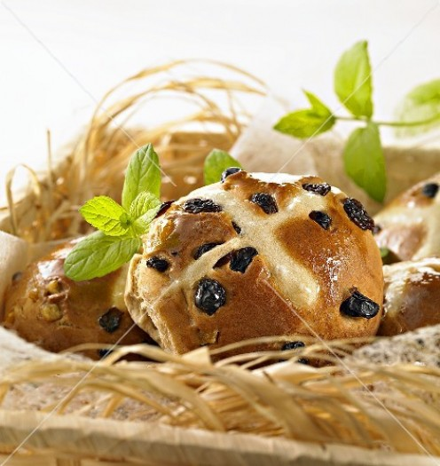 Easy to follow recipe for homemade Hot Cross Buns. A great way to entertain your Easter guests.