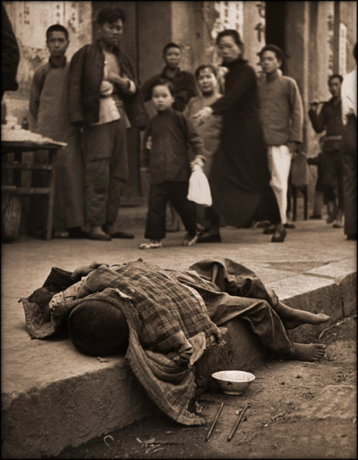 During The Famine Young Child Dying In The Gutter, China [1946] Geroge Silk CC BY 2.0