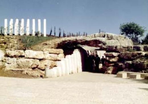 Children's Memorial, entrance
