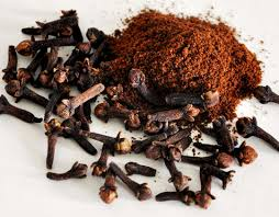 Cloves help treat toothache naturally