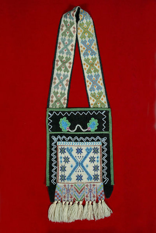 Woodlands peoples first made large carrying bags for various purposes, such as for hunting or traveling.