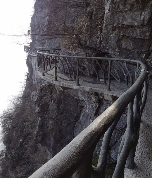 Part of the original footpath encircling the summit of Tianmen Mountain.