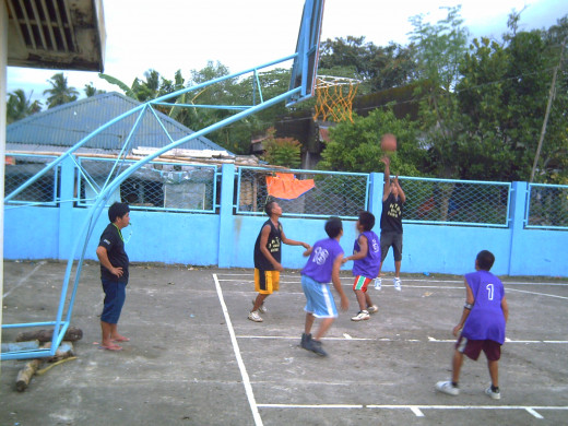 A game of basketball in our barrio - taken on May 2011 (Photo Source: Ireno Alcala aka travel_man1971)