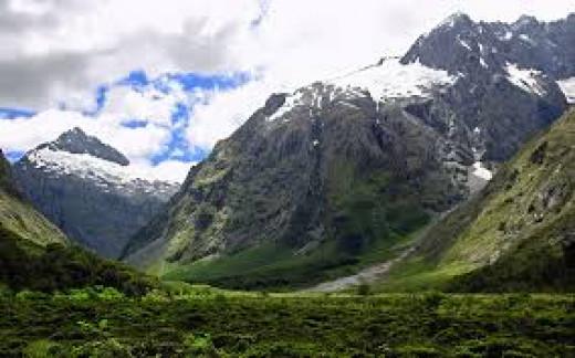 Scenic Mountain Range of New Zealand